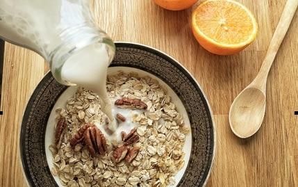 Beneficios de consumir leche de avena