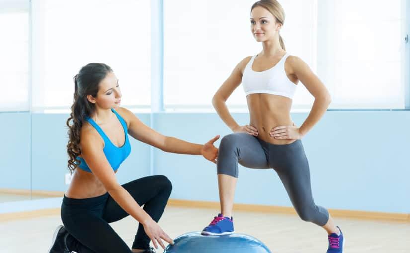 Hacer ejercicios con un entrenador personal en Barcelona, ¿qué beneficios te aporta?